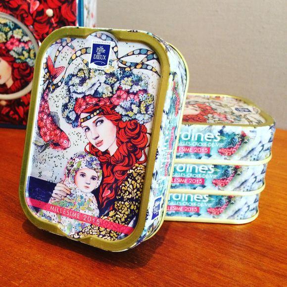delphine cossais les boites de sardines collectors illustr es par delphine cossais. Black Bedroom Furniture Sets. Home Design Ideas
