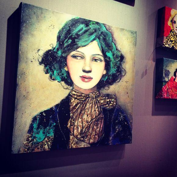Portrait aux cheveux bleus